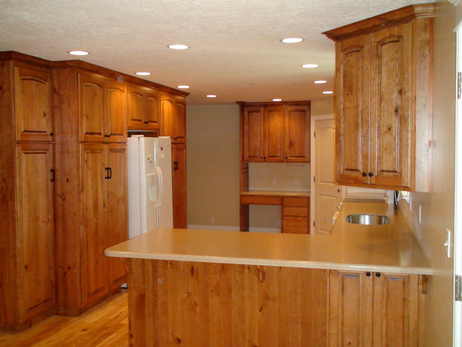 Cherry Wood Kitchen with Oak Cabinets