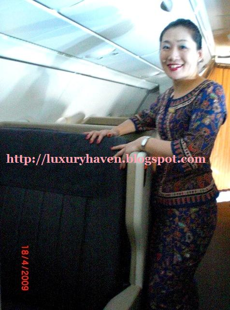 singapore airlines flight attendant