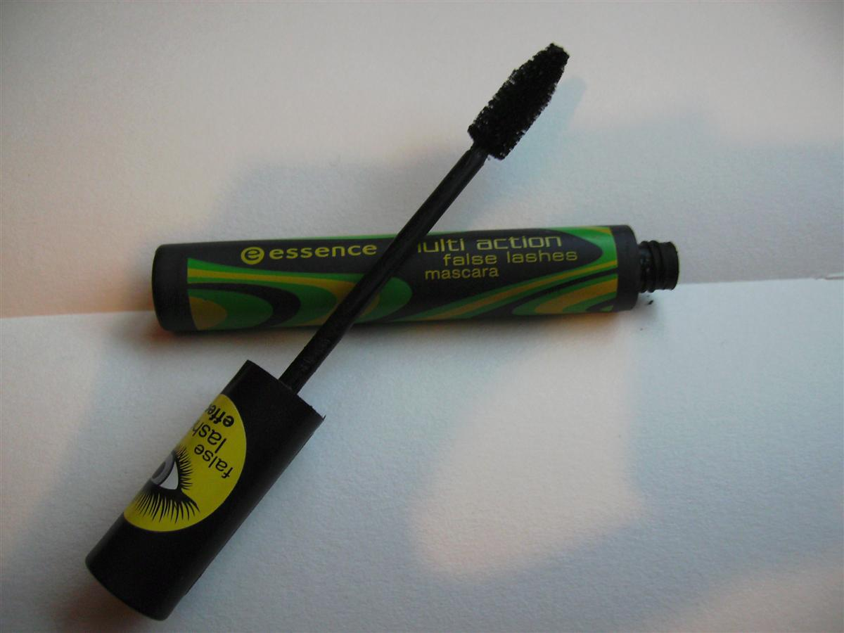 f9a17ed74e2 It's an ok mascara. It has a regular, tapered brush and it makes me lashes  look slighly longer and thicker. Like most cheap mascaras it smells awful.
