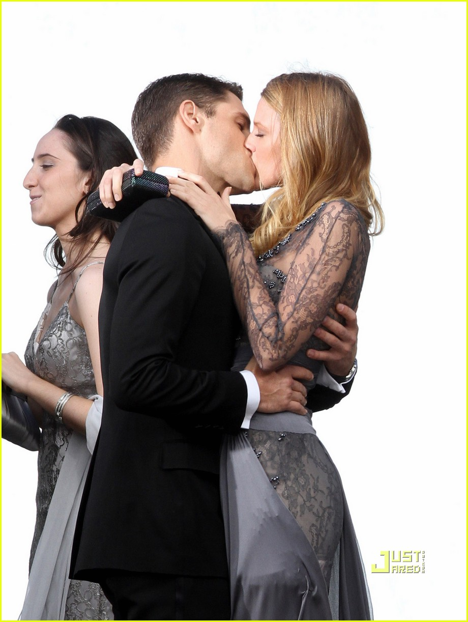 Blake Lively & Sam Page Kissing Pictures