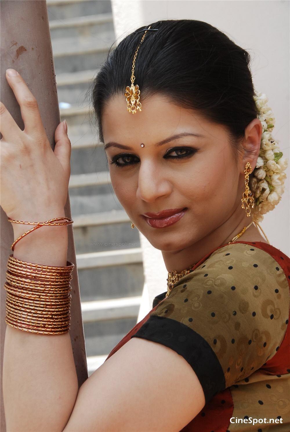Wallpaper world south indian actress wallpaper photos - South indian actress wallpaper ...
