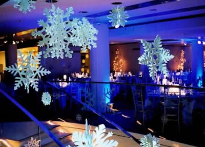 Christmas Business Decorations.Small Business Public Relations Marketing Safe Use Of