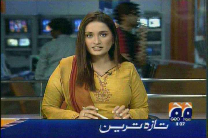 Spicy Newsreaders: Pakistani newsreader Nida sameer