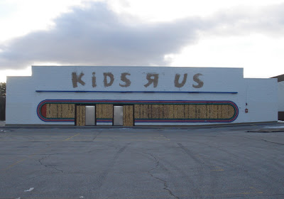 A Once Three Year Vacant Kids R Us Store Standing Beside An Active Toys R Us In Manchester New Hampshire Built In 1981 Since Demolished For A Nissan