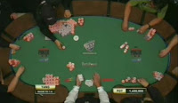 An overhead shot showing Yang's massive chip lead at the 2007 WSOP Final Table