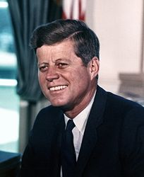 [204px-John_F._Kennedy,_White_House_color_photo_portrait]