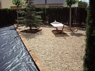 Blog de los aficionados a la jardineria jardin con cesped for Jardines cesped y piedras