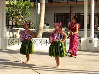 Hawaii hula perfomance at Waikoloa Beach Resort Shopping Center