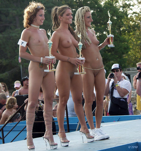 Nudes a poppin spectators