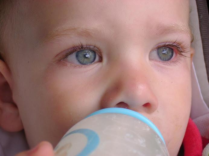 los ojos de un nene en el sol argentino