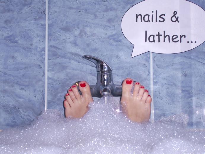 LOS PIES DE CRISTINA F.M en el baño