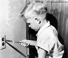 Niño:pequeño explorador capaz de encontrar facilmente el peligro creando PROBLEMA
