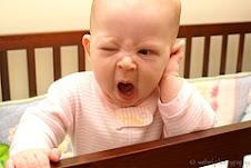 Este bebé nos dice entre gruñiditos:buenos dias...¿algún té calentito para despejarme?