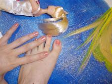 mas dedos con uñas rosas