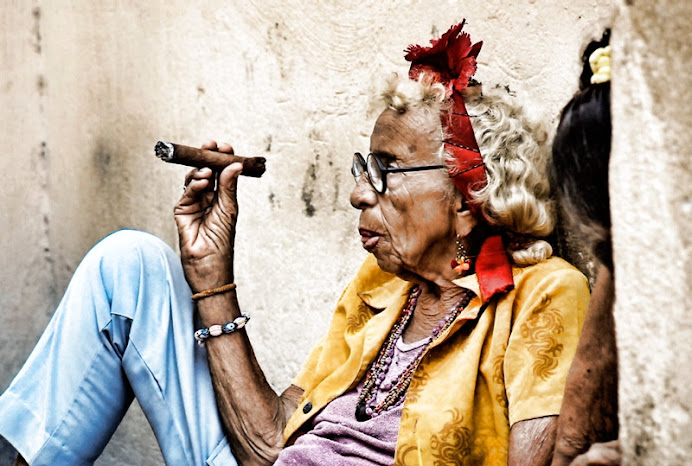 anciana cubana coqueta(S.C.S)