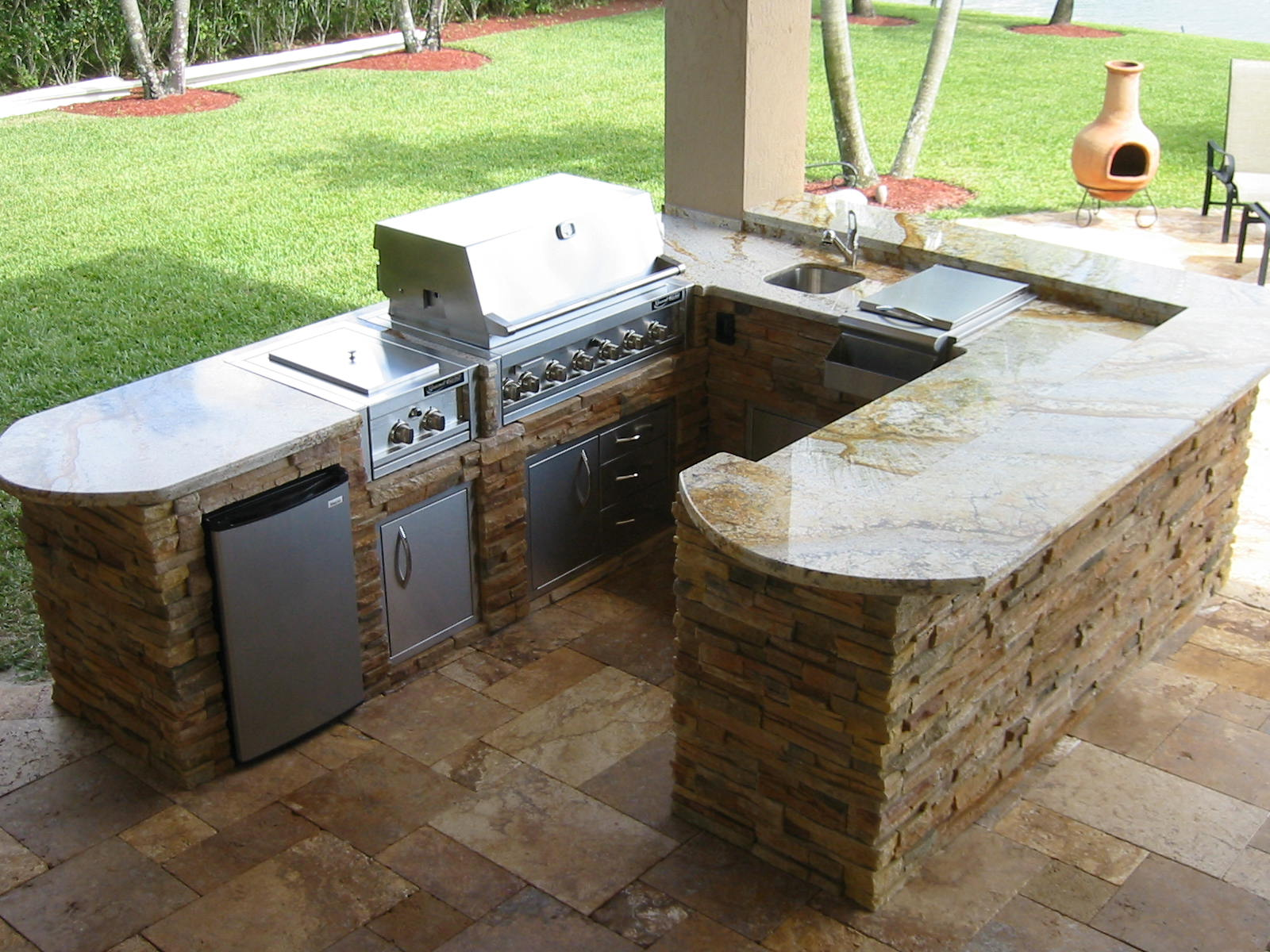 Building An Outdoor Kitchen Home Styles Monarch Island Grills L Shaped Designs