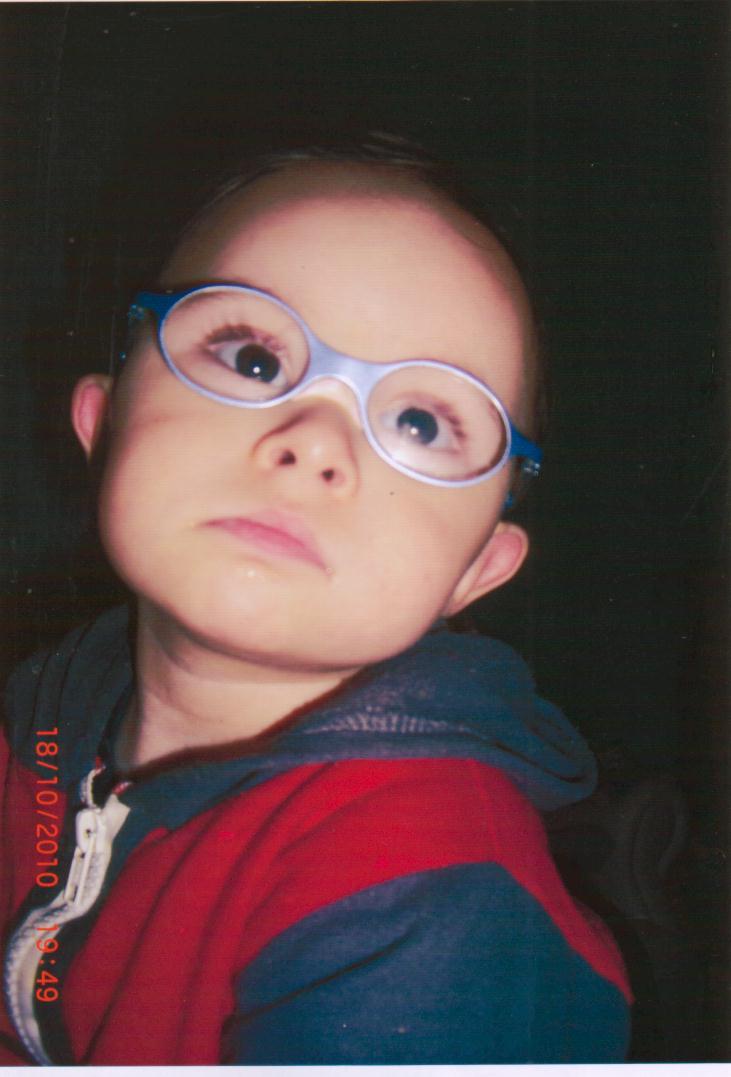 13876942384b4 Estou lhes escrevendo para lhes dizer que o Kaue se adaptou rapidamente com  o óculos, ao sair dai, colocamos o óculos nele ainda no carro, e ele não  tirou ...