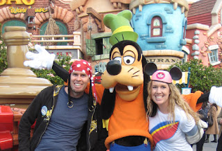 Noah and Anna with Goofy in Toon Town