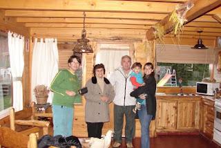 A sala da cabana Guardianes del Bayo, em Villa la Angostura