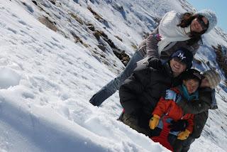 Meninos se divertiram muito na estação de esqui de Portugal