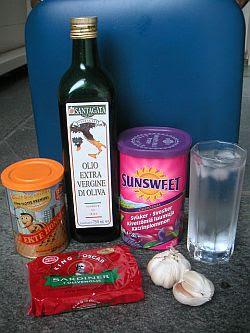 Honning, extra virgin olivenolje, svisker, vann, sardiner og hvitløk