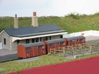 Peco cattle wagons