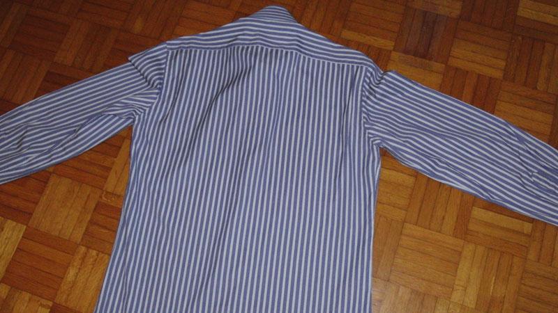 Come Piegare Una Camicia Stirata.Tutorial Come Piegare La Camicia Da Mettere In Valigia