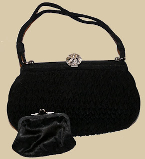 I Just Got 2 New Vintage Handbags On Ebay Think They Re Both Quite Beautiful The First One Is A Silver Beaded 1930 S Purse That May Use My Wedding
