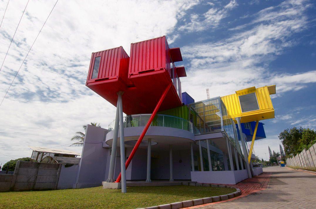 Daniel paya dise o de interiores arquitectura y for Diseno de oficinas con contenedores