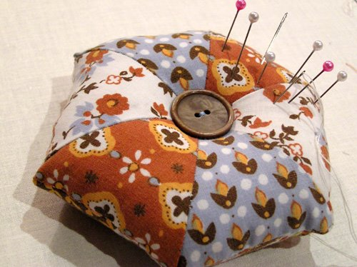 How to make a pincushion by hand...