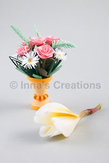 Miniature quilled bouquet