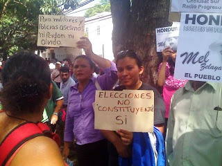 Protesters in front of US Embassy, Honduras