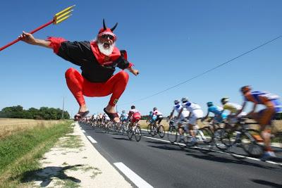 Tour de France 2009 97927e0409f598f884eca44be258d290-getty-tdf-2008-fra-cycling-el_diablo-fans