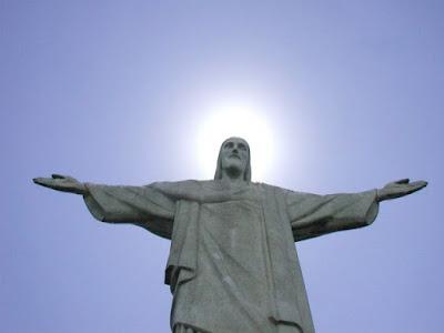 Aos pés da estátua do Cristo - Rio de Janeiro