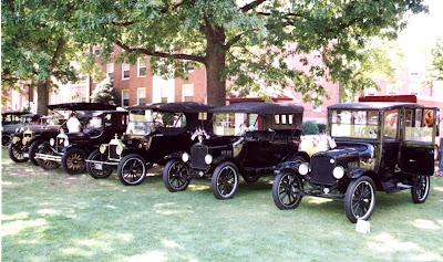 Cinco Fordes T em exposição.