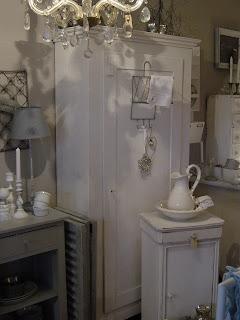 frau k shabby chic einen schrank f r elke. Black Bedroom Furniture Sets. Home Design Ideas