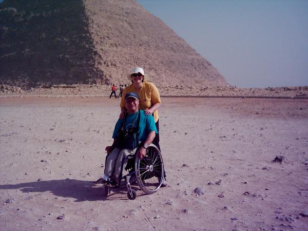 philippe et karine devant les Pyramides
