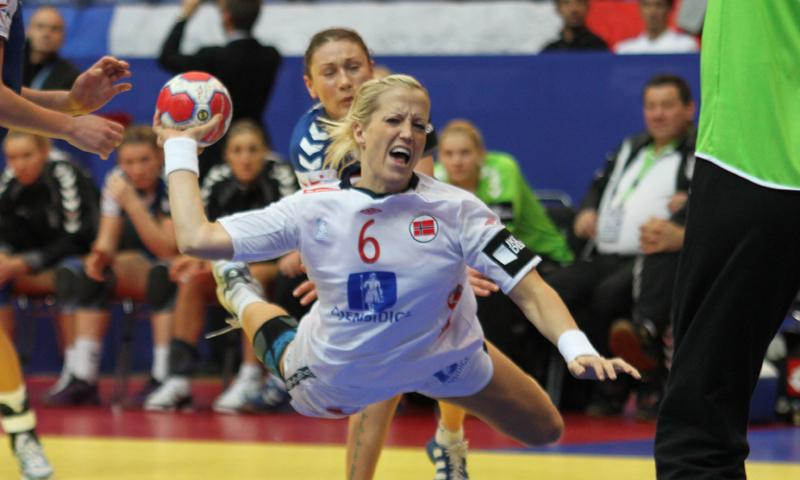 Deportecienporcien El Györ Ficha A Heidi Loke