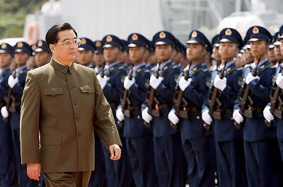 Hu Jintao devant le front des troupes