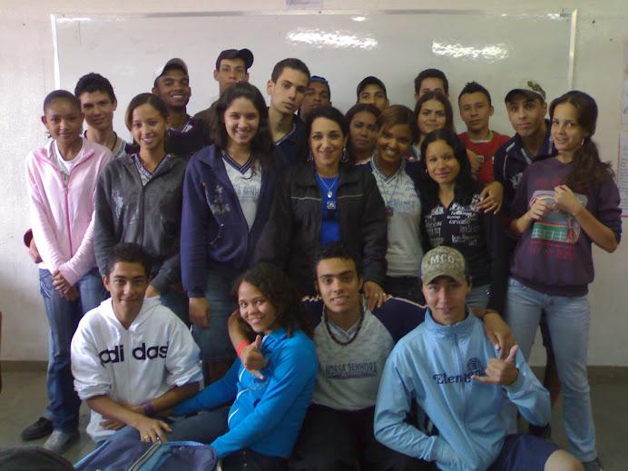 A turma e a Professora Rita de Carvalho / História - EENSC