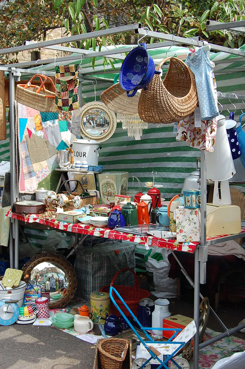 vintage collectible stalls at columbia road