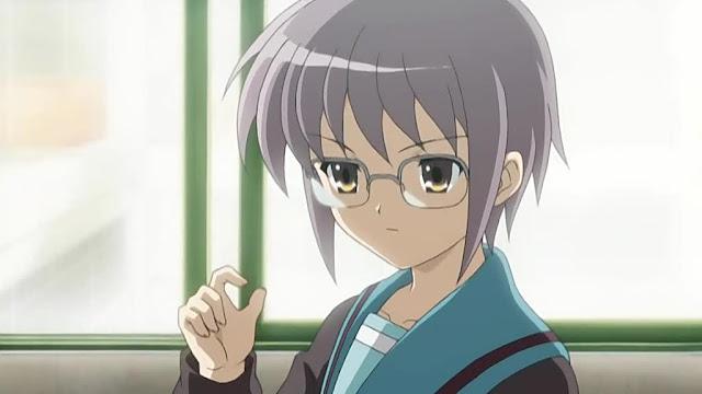 Yuki se ve grandiosa con lentes.