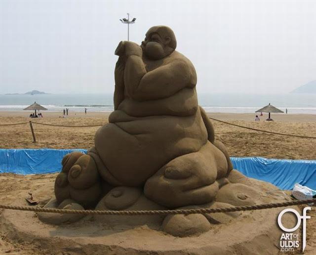 النحت على الرمال روععععععع