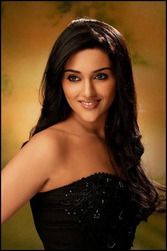 Ragini - Cute Indian Model Pictures