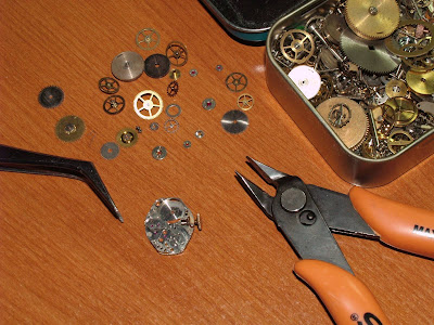 http://1.bp.blogspot.com/_8-5iQ42mISs/TPEiMv_3JfI/AAAAAAAABDE/xMz2LiIq2Mw/s400/Steampunk+watch+parts+and+pieces+used.jpg