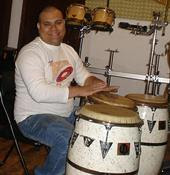 Rhumer Mora Conguero de la Orquesta