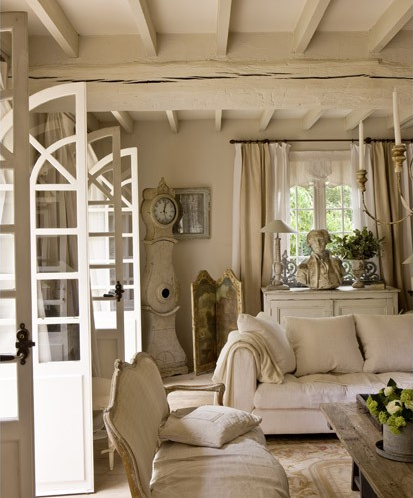 Vintage chic et rustikt fransk hus a rustic french house - French shabby chic living room ideas ...