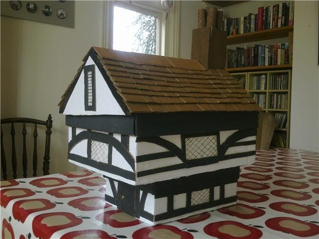 Bee 39 s lovely buns little e 39 s tudor house - What makes a house a tudor ...