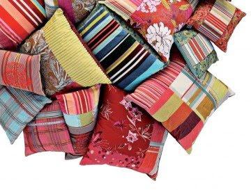 inside out kenzo et ses coussins une touche de. Black Bedroom Furniture Sets. Home Design Ideas