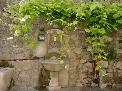 A fountain in Villecroze